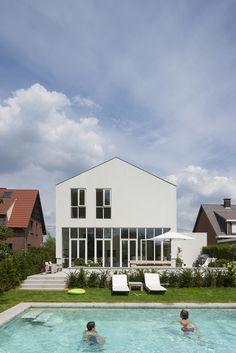 Foto's van een moderne woning in Edegem in opdracht van Ontwerpatelier Peter Jannes. © foto's Liesbet Goetschalckx