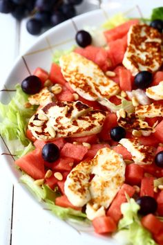 Vesimeloni-halloumisalaatti - Suklaapossu Salad Recipes, Healthy Recipes, Good Food, Yummy Food, Halloumi, Different Recipes, Fresh Vegetables, Soup And Salad, Plant Based Recipes