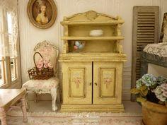 Vaisselier buffet miniature Shabby style 1900, Jaune vanille, Cuisine de campagne, Mobilier en bois pour maison de poupée à l'échelle 1/12 by AtelierMiniature on Etsy