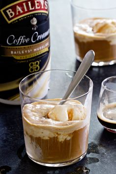 No-Churn Mudslide Ice Cream comes together without an ice cream maker. Pair it with a shot of espresso for a delicious and quick summer dessert! #ad #myBAILEYScreamers