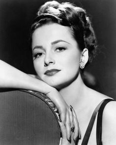 Happy Birthday to two-time Oscar-winning actress and living legend Dame Olivia de Havilland, who turns 102 today! Old Hollywood Movies, Old Hollywood Glamour, Hollywood Actor, Golden Age Of Hollywood, Vintage Hollywood, Hollywood Stars, Hollywood Actresses, Classic Hollywood, Hollywood Divas