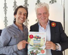 Heel Holland Bakt. Het succesvolle 'Heel Holland Bakt' presenteert een HEERLIJK Receptenboek! Onlangs ontving Jochem Albrecht uit handen van Jan Slagter (omroep MAX) het nieuwe BAKBOEK van 'Heel Holland Bakt'. Voor dit goed bekeken programma ontwikkelde Reclamebureau Amsterdam o.a. het corporate beeld, logo, advertenties en billboard. Bestellen bij www.omroepmax.nl.
