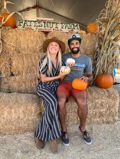 This guide to San Diego in the fall includes the best fall events in San Diego and 10 of the best things to do in San Diego in fall. Get a taste of fall in San Diego with this list of the best fall activities in San Diego California. | best things to do in san diego in the fall | san diego pumpkin patch | pumpkin patches in san diego | san diego things to do in fall | san diego in the fall | san diego fall activities Vacations In The Us, Fall Vacations, Farm Photography, Autumn Photography, Pumpkin Patch San Diego, San Diego Activities, San Diego Events, Best Pumpkin Patches, San Diego Travel