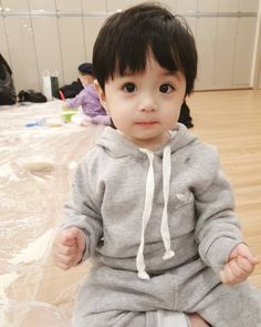 #Cuteboy #Ulzzangkid #Babyboy #Littlebaby #Ulzzangbaby #Ulzzangcouple Cute Baby Boy, Cute Little Baby, Little Babies, Cute Boys, Kids Boys, Baby Kids, Cute Asian Babies, Korean Babies, Asian Kids