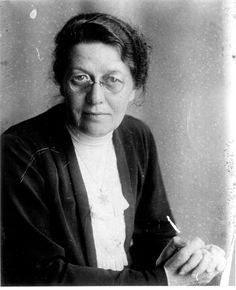 """Betsie ten Boom HER SISTER WAS CORRIE TEN BOOM. THE MOVIE, """"THE HIDING PLACE"""" WAS ABOUT THE TEN BOOM SISTERS, BROTHER, FATHER, NEPHEWS WHO SAVED MANY JEWS."""