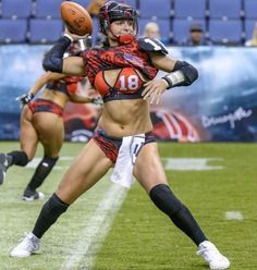 Ladies Football League, Female Football Player, Football Girls, Football Players, Athletic Models, Athletic Women, Lfl Players, Crossfit Photography, Vaquera Sexy