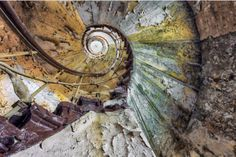 stairways in abandoned buildings, stunning photographs by Christian Richter Old Abandoned Buildings, Abandoned Mansions, Abandoned Places, Stairway To Heaven, Urban Decay Photography, Building Stairs, Architecture, Stairways, Old Houses