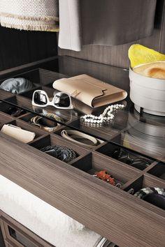 Armoire de chambre contemporaine / en bois laqué / à porte coulissante / sur…