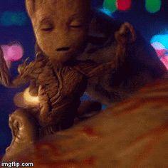 Sleepy Groot so cute Marvel Memes, Marvel Dc Comics, Marvel Avengers, Groot Guardians, Film Serie, Guardians Of The Galaxy, Marvel Characters, Marvel Cinematic Universe, Cute Disney