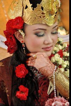 Malay Wedding - Javanese (Kin's Bridal) Malay Wedding, Javanese, My Heritage, Bridal, Celebrities, Photography, Inspiration, Fashion, Biblical Inspiration
