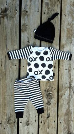 Coming Home Outfit, X's and O's, Organic Knit, Leggings, Shirt, and Matching Knot Hat, Size Newborn