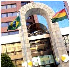 Embajada de Brasil: La inseguridad jurídica ahuyenta inversiones, las empresas brasileñas se quejan, no se respetan los acuerdos, se cambian las reglas.  Para mayor información ingresa al siguiente enlace: http://www.laprensa.com.bo/diario/actualidad/economia/20121204/inseguridad-juridica-ahuyenta-a-inversores_38973_62460.html
