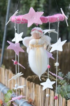 "Zauberhaftes Mobile ""Engel im Sternenland"" von Jalda auf www.DaWanda.com/Shop/Jalda-Filz #DIY #Mobile #Geburt # Engel #Deko"