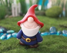 Polymer Clay traditionnel Gnome - Gnome Miniature - Mini argile Gnome - fée jardin accessoire - accessoire Terrarium - Gnome Sculpture