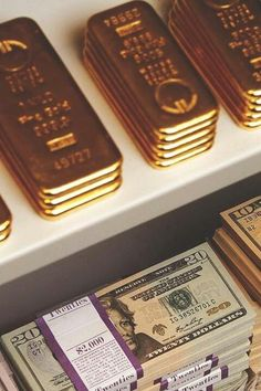 The Glamorous Life. Monetary PROSPERITY: Currency is always good.But when money wont do, GOLD will. Money Shop, My Money, How To Make Money, Money Stacks, Gold Money, Billionaire Lifestyle, Motivation, Wealth, Chicago