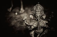 Anindya Chakraborty's photographs of the ancient art of Dhokra metal work art in West Bengal - so intricate and beautiful (via aCurator.com)