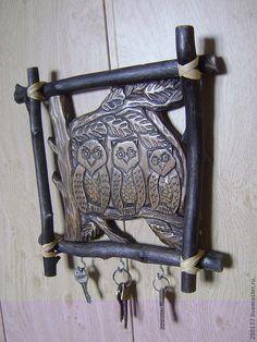 """Купить ключница """"СОВИННОЕ СЕМЕЙСТВО"""" - коричневый, резьба по дереву, кедр, изделия из дерева, ключница, ключики"""