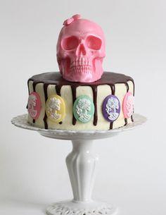 Pastel nightmare chocolate skull and skeleton cameo cake! Pasteles Halloween, Bolo Halloween, Halloween Desserts, Halloween Cakes, Halloween Treats, Pretty Cakes, Beautiful Cakes, Amazing Cakes, Cameo Cake