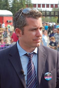"Jason Jones, ""Tony Grafanello"" in How I Met Your Mother.  First appearance ""Shelter Island"".   Stella the dermatologist's ex"