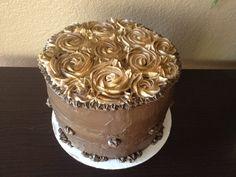 Chocolate and Gold Cake #chocolatecake #goldcake #roses #cake #birthday #birthdaycake #cakeonsunday #dessert