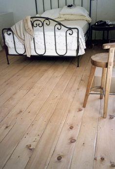 "Eastern White Pine 6"" Flooring - Hand Scraped Edging - Tongue & Groove | Carlisle Flooring"