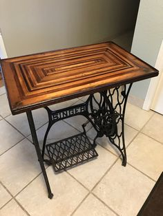 Furniture Projects Sewing Machines Here are 60 ideas To Recycle Vintage Sewing Machines into various types of  bench - industrial office - furniture set - industrial furniture - industrial Table (2)  Send us some pictures of your finished project, and we will publish them here! ;) Many of us have a vintage or even antique sewing machine in t furniture  arrangement   repurposed furniture   furniture  muebles   simple furniture   furniture  shop #furniture #projects #sewing #machines #furniture Simple Furniture, Repurposed Furniture, Painted Furniture, Antique Sewing Machine Table, Antique Sewing Machines, Furniture Projects, Diy Furniture, Office Furniture, Industrial Office