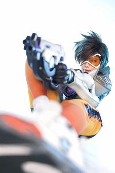 This 'Overwatch' Tracer Cosplay Transcends The Butt Pose
