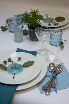 Tiffany Blue, Winter Holidays, Holidays And Events, Island Moos, Back To Nature, Thanksgiving Table Settings, Wooden Plates, Diy Valentine, Wedding Decorations