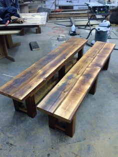 Old barn wood projects building Ideas Dark Wood Bedroom Furniture, Diy Furniture, Garden Furniture, Painted Wood Ceiling, Reclaimed Wood Benches, Barn Wood Projects, Diy Projects, Wood Headboard, Headboards
