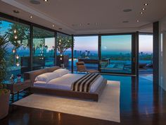 Ecco una straordinaria villa nascosta sulle verdeggianti colline di Beverly Hills. #immobili #LosAngeles #CaseDiLusso