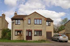 Fantastic family home to rent in Cricklade, Swindon, Wiltshire - £1,195pcm. Situated in this sought after residential area on the edge of this popular town is this spacious detached home, consisting of four double bedrooms, large conservatory, and flexible living accommodation. The property also benefits from parking and a garage and is available from the 1st August.