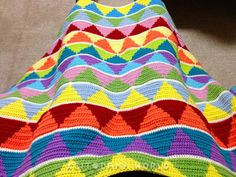 FINALLY, a triangle pattern.  LOVE it!!! blanket of Triangle Blanket ▲ ▽ triangle ▲ ▽: keitodamaworld