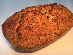 Lækkert brød bagt i Römertopf - Du kan nemt selv lave de lækre brød med den tykke sprøde skorpe, som du kender dem fra resturanter og gode bagerier Banana Bread, Ciabatta, Recipies, Gluten Free, Food And Drink, Baking, Desserts, Tupperware, Annie