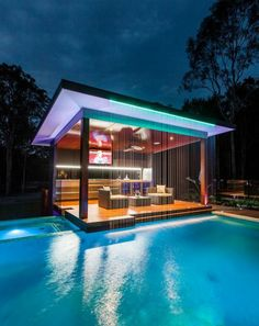 Bar – salon offrant accès immédiate sur l'eau de la piscine environnante