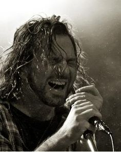 Pics Where Eddie Looks Hot - Part 2 - Page 308 - Pearl Jam Community