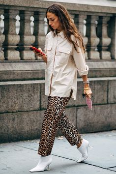 New York Fashion Week Street Style Is Here, So We've Got Like a Million Outfit Ideas Now Fashion 101, New York Fashion, Latest Fashion Trends, Fashion Outfits, Womens Fashion, Street Fashion, Ladies Fashion, Fashion Hacks, Celebrities Fashion