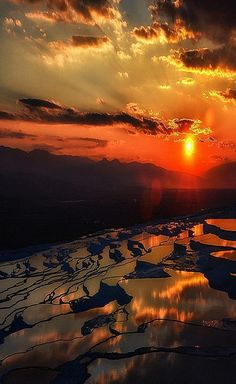 Sunset in Pamukkale, Turkey. Looks absolutely beautiful. One day it'll take my breath away #wanderlust