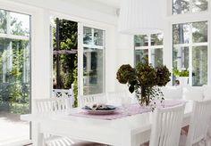 Slik bygger du en enkel redskapsbod selv - viivilla.no House Design, Table Decorations, Pergola, Furniture, Home Decor, Lily, Patio, Decoration Home, Room Decor