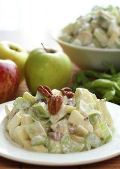 La clásica ensalada de manzana, no puede faltar en tu cena de Navidad o de fin de año. Mexican Food Recipes, Vegetarian Recipes, Cooking Recipes, Healthy Recipes, Ethnic Recipes, Deli Food, Love Food, Salad Recipes, Food And Drink