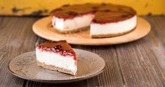 Strawberry Cheesecake by Greek chef Akis Petretizikis. A wonderful, light, fresh and fluffy cheesecake with a strawberry topping for both children and adults! Strawberry Topping, Strawberry Cheesecake, Cheesecake Recipes, Fluffy Cheesecake, Greek Sweets, Frosting Recipes, Food Art, Cooking Recipes, Snacks