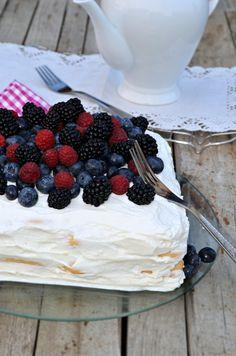 Hűsítő, könnyed, habos, ellenállhatatlan ... Hungarian Recipes, Hungarian Food, Uppsala, Pesto, Latte, Food And Drink, Pudding, Favorite Recipes, Sweets