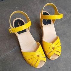 #fredrica #superhigh #swedishhasbeens #hasbeens #swedish #yellow #clogs #sandal #sandals
