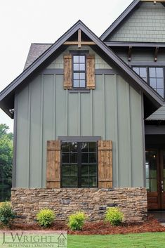 Earthy color scheme that works with the surroundings. House Paint Exterior, Exterior House Colors, Exterior Design, Farmhouse Exterior Colors, Outdoor House Colors, Rustic Exterior, Siding Colors For Houses, Rustic Home Exteriors, Stone On House Exterior