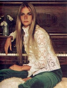 I really like lace tops that are cute, vintage and hippie all at the same time :)  Icons in Denim: Peggy Lipton
