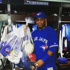 Hat Trick for Edwin Encarnacion!- EE holds the bag of hats Toronto fans threw onto the field to celebrate as he hits 3 HR(and a career high 9 RBIs) on Aug 2015 Blue Jay Way, Go Blue, Hockey, Edwin, Mlb Teams, Sports Teams, Mlb Players, American League, Sports Baseball