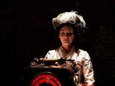 Maria Ehrich dans le rôle de Gwendolyn dans le film Rouge Rubis (Rubinrot)