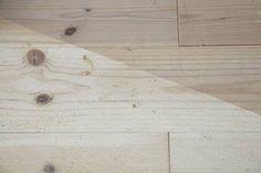 FØR OG ETTER: Når gulvet er slipt har man et godt utgangspunkt for fargesetting.