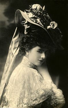 30 Vintage Portrait Photos of Beauties With Chapeau From the Late and Early Centuries Victorian Photos, Victorian Women, Edwardian Era, Edwardian Fashion, Vintage Fashion, Edwardian Clothing, Images Vintage, Vintage Pictures, Vintage Photographs