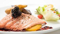 7 arthritis-friendly foods for BBQ season (like salmon with blackberries!). #arthritis #healthyeating | everydayhealth.com