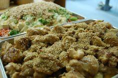 「おいしすぎる」「奇跡の食品」と絶賛された、間違いなしの一品です! 鶏もも肉のマヨポン酢炒め(4人分) 材料 鶏もも肉 500g 白ネギ 1本 エリンギ 1パック 塩コショウ 適宜 酒 大さじ1 醤油 大さじ1 片栗粉 大さじ3 マヨネーズ(炒め用) 大さじ2 マヨネーズ(味付け用) 大さじ1 ポン酢 大さじ2 炒りごま 適量 1.鶏肉を食べやすい大きさにきり、塩こしょう、酒、醤油をもみこみ少し漬け置いて、片栗粉を全体にまぶす。 2.エリンギ、白ネギも食べやすい大きさに切っておく。 3.あとは炒めて、味をつけるだけなんですが、油代わりにマヨネーズをフライパンで熱し、溶けてきたら鶏肉をいれる。 …